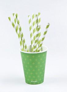 copos descartáveis e canudos para festa verde