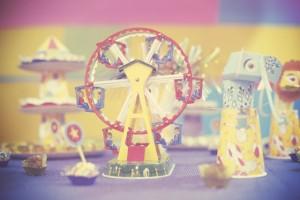 decoração de festa com tema circo roda gigante