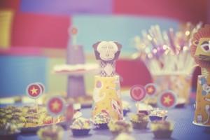 decoração de festa com tema circo macaco