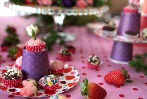 festa de menina copos roxos e doces