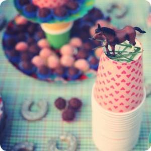 copos decorados com cavalinho