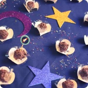 mesa de doces com tema do espaço