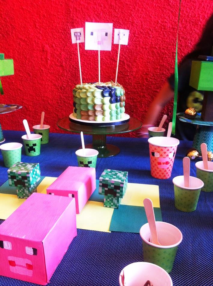 bolo e decoração do minecraft